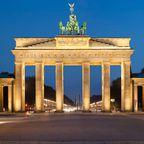Vom Adlon Kempinski Hotel in Berlin blickt man direkt auf das Brandenburger Tor