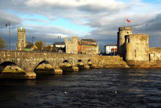 Historische Steinbrücke in Gallway/Irland