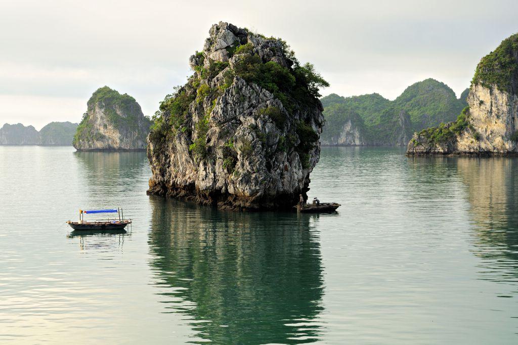Kleine Boote in Bai Tu Long