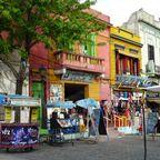 Buntes Treiben im Stadtviertel La Boca
