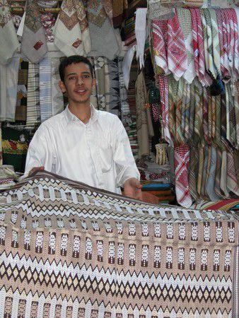 Stoffhändler im Souk von Sanaa