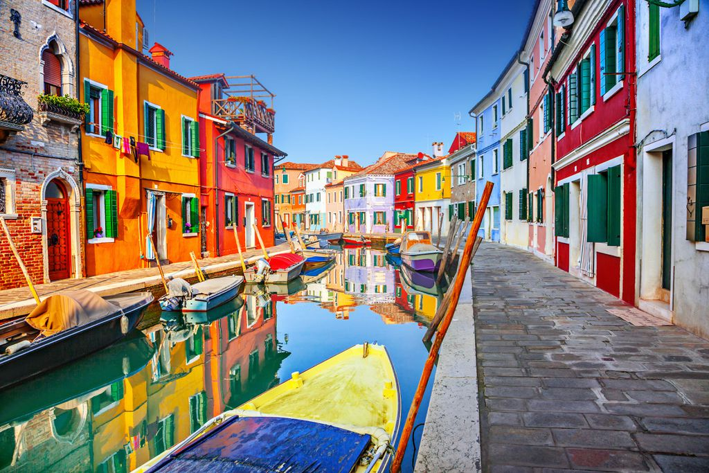 Farbenprächtige Häuser in Burano, Venezien.