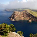 Das Landschaftsbild der Azoren ist von Kraterseen, Klippen, Vulkanen und Hortensien geprägt