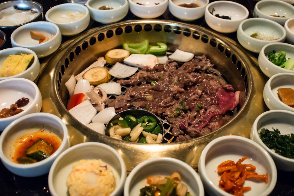 Beim Essen kommt in Korea alles gleichzeitig auf den Tisch