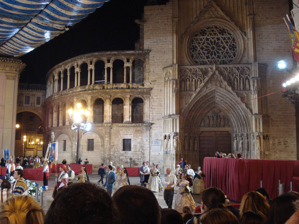 Kathedrale während Fallas (Ofrena del Flors)