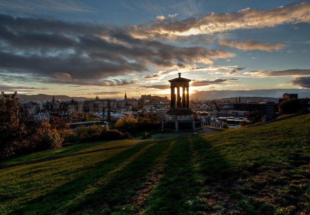 Blick auf Edinburg vom Calton Hill