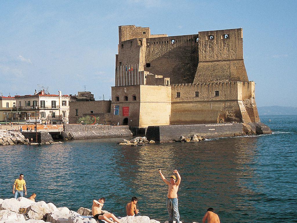 Castel dell'Ovo/ Borgo Marinari