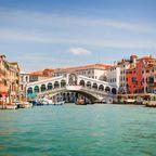 Weniger Touristen als im Hochsommer machen Venedig für Städtereisen im November beliebt.