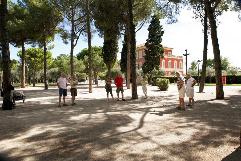 Boule-Spiel neben dem Musée Matisse