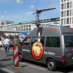 Rundfunk vor dem Adlon - Berlin