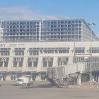 Blick aus dem Flugzeug auf den Flughafen