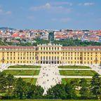Außerhalb der Innenstadt sind es die beiden berühmtesten Schlösser Wiens, Schönbrunn und Belvedere, die unbedingt einen Besuch wert sind