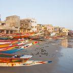 Fischerboote am Strand bei Dakar