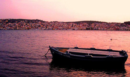 Blick auf Argostoli bei Sonnenuntergang