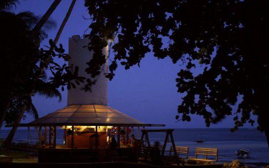 Die Swing Bar bei Nacht