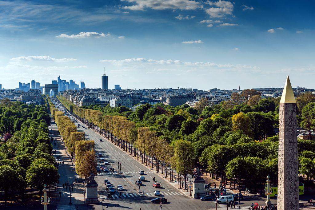 Blick von der Place de la Concorde Richtung Triumpfbogen