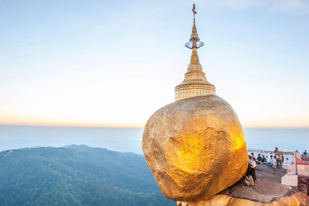 Pilgern zum Goldenen Felsen von Kyaikhtiyo