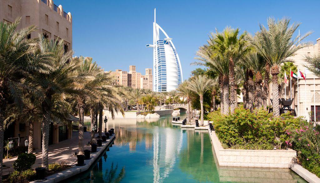 Im Gegensatz zu den Sommermonaten ist der Februar in Dubai angenehm, die Temperaturen sinken leicht.