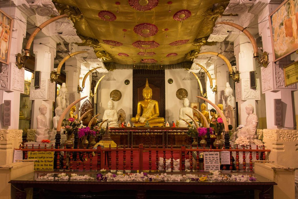 Die Kulturstadt Kandy beherbergt die heilige Stätte des Zahntempels