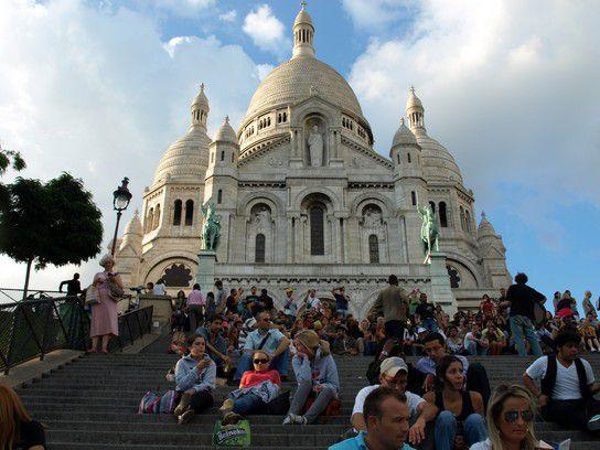Leben auf den Stufen des Sacré-Coeur