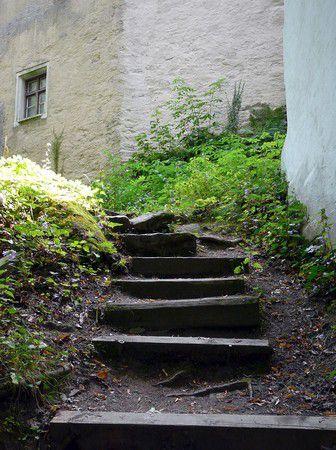 Fußweg um die Burg