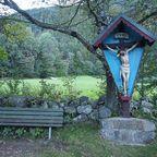 Wegekreuz am Vahrner See in Südtirol
