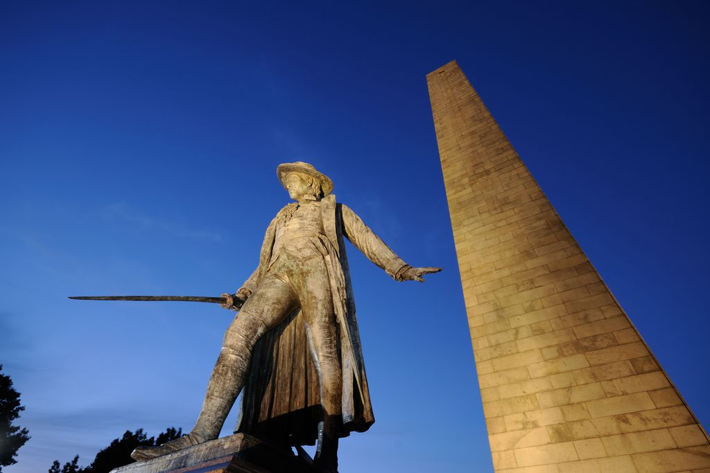 Statue von William Prescott vor dem Bunker Hill Monument