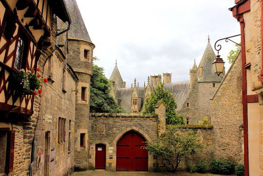 Chateau de Josselanges, Stadt-Szenen