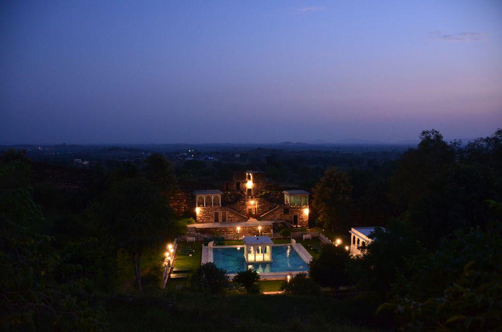 Der wunderschöne Pool im Abendlicht