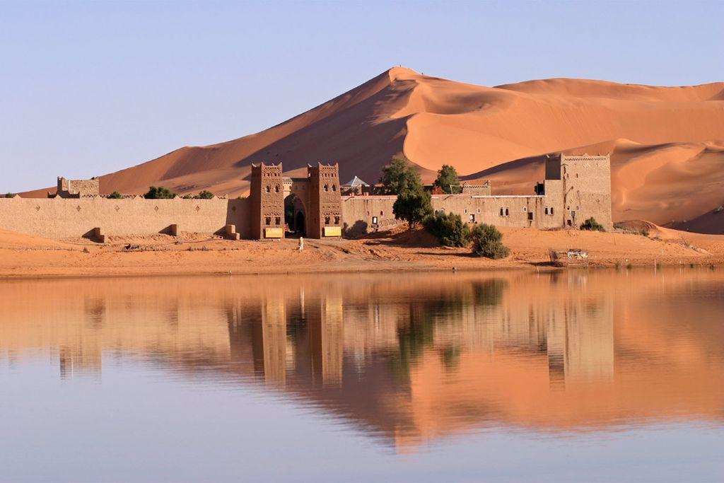 Rote Dünen und grüne Oasen - Marokkos Landschaften lassen sich gut im November entdecken.