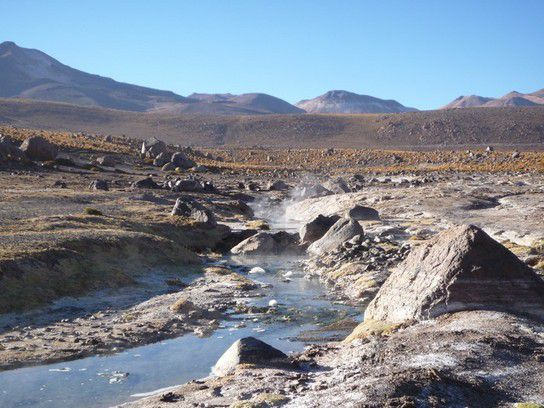 heißes Wasser tritt an die Oberfläche