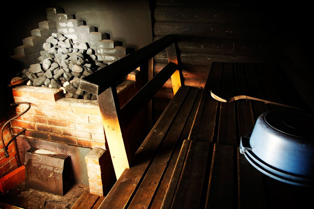 Ein heißes Dampfbad in einer finnischen Sauna – unverzichtbar