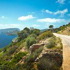 Badeurlaub und wunderschöne Küstenstraßen - Sardinien ist im Juli eine Reise wert.