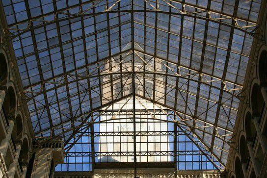 Turm durch Glas