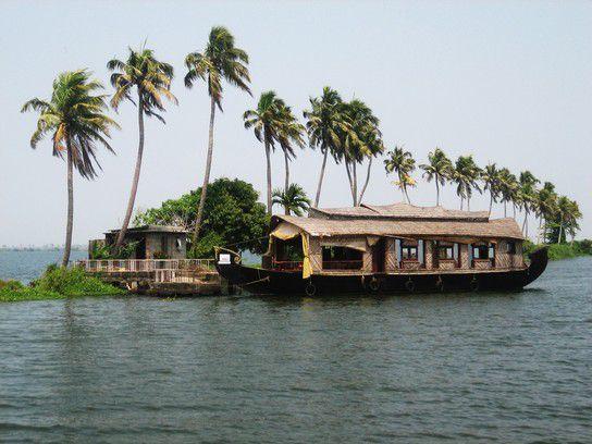 Hausboot in den Backwaters von Kerala/Indien.