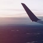 Flugzeug im Landeanflug auf Mailand