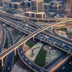 Highway vor der Skyline von Dubai