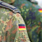 Bundesrepublik Deutschland tritt der NATO bei