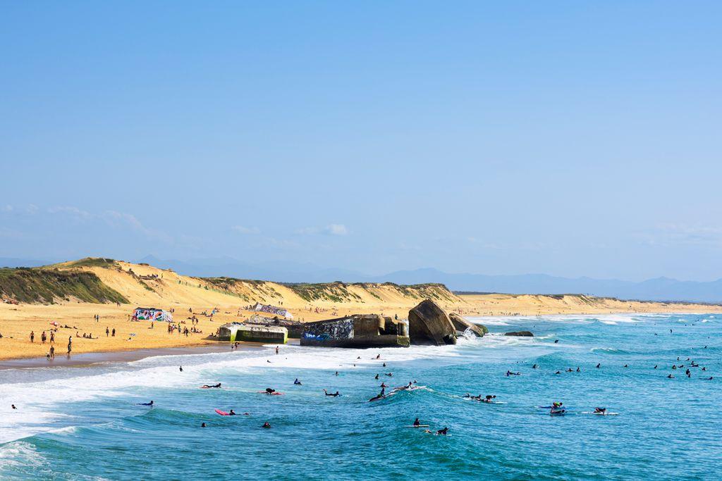 Meterhohe Wellen an der französischen Atlantikküste