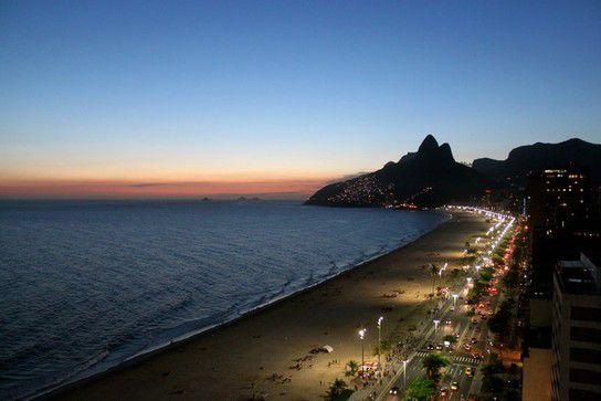 Nachts an der Copacabana