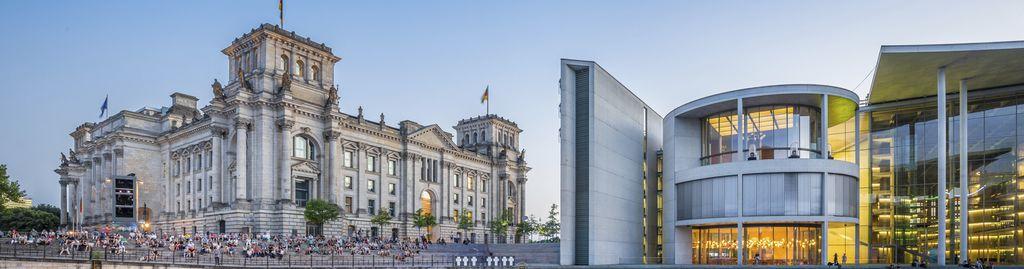 Berlin-Besucher erwarten unzählige Museen zu einer riesigen Bandbreite an Themen und ikonische Wahrzeichen wie das Reichstagsgebäude und das Kanzleramt.