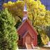 Idyllisches Farbenspiel: Die Yosemite Chapel strahlt im Herbst mit den Bäumen um die Wette