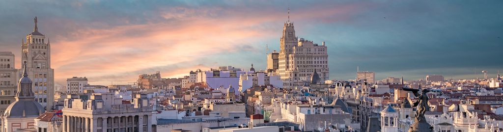 Skyline von Madrid am Abend