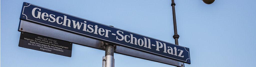 Geschwister-Scholl-Platz vor der LMU