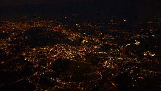 Südkorea aus dem Himmel bei Nacht