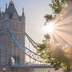 Die Tower Bridge bei Sonnenschein
