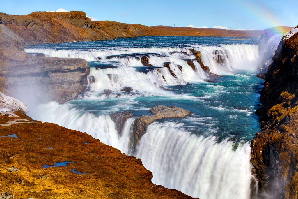 Im Süden Islands befindet sich der beindruckende Wasserfall Gullfoss
