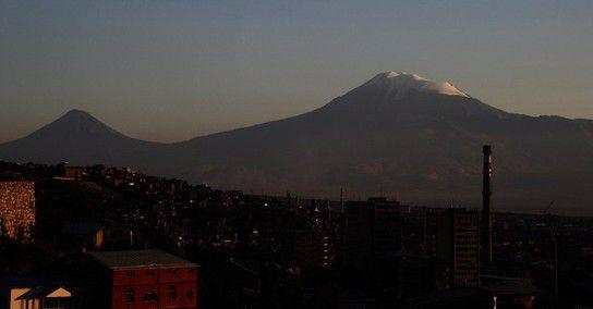 Blick auf den Ararat in der Abenddämmerung