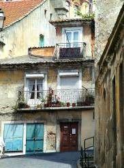 Häuserfront in Lissabon