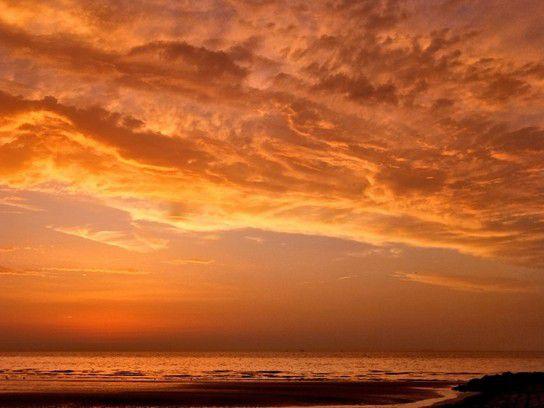 Wolken im Licht der untergehenden Sonne